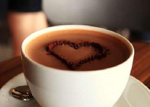 L'inimitabile gusto del cappuccino con scaglie di cioccolato