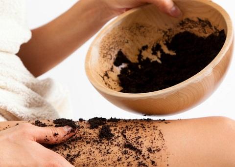 Come utilizzare il caffè per combattere la cellulite