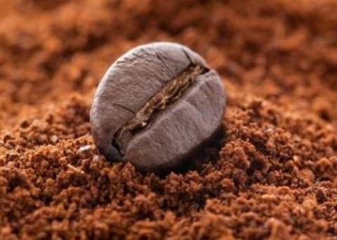 Come usare il caffè per prevenire la caduta dei capelli